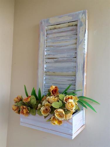 אדנית פרחים בשילוב תריס ישן