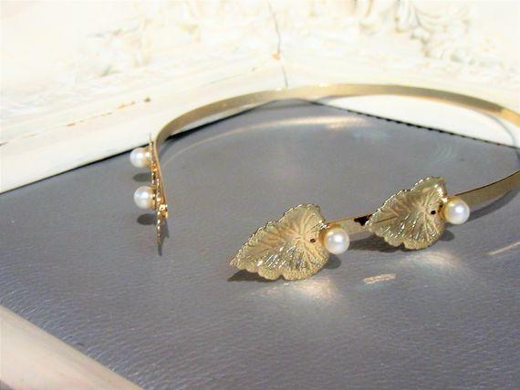 קשת הפוכה 2 עלי זהב ופנינים - קשת מתכת יוונית