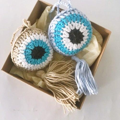 סט של שתי עיניים כחולות סרוגות עין בשילוב תכלת ועין בשילוב צבע פשתן