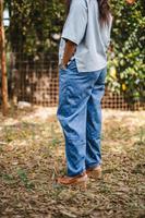 מכנסיים מדגם נור בצבע גי׳נס עם הדפס של דוגמה קטנה