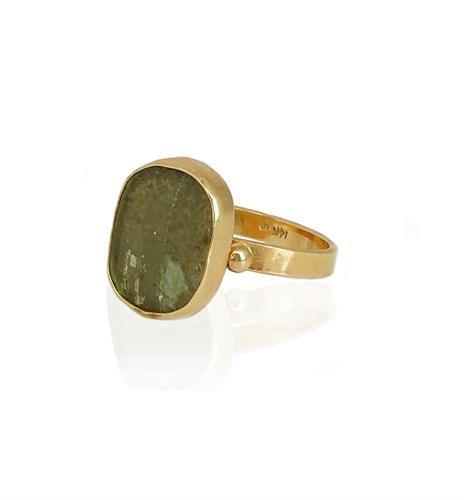 טבעת זהב משובצת זכוכית רומית ירוקה