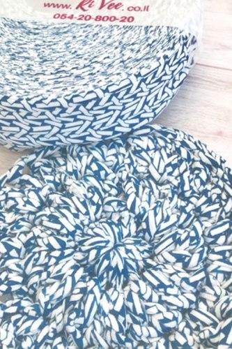 חוטי טריקו לסריגה בשילוב הדפס בכחול על רקע לבן, חוט טקסטורה יפה ומיוחד