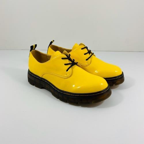 נעל YOUNG בצבע צהוב לק