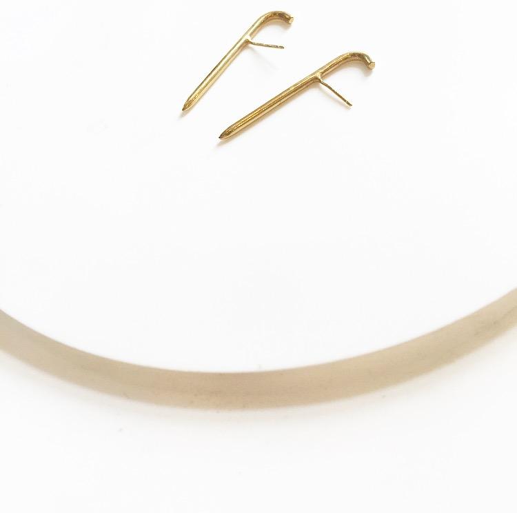 עגילי הוק זהב