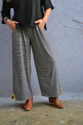 מכנסיים באורך 7/8 מדגם נועה עם פסים בצבע שחור ואפור