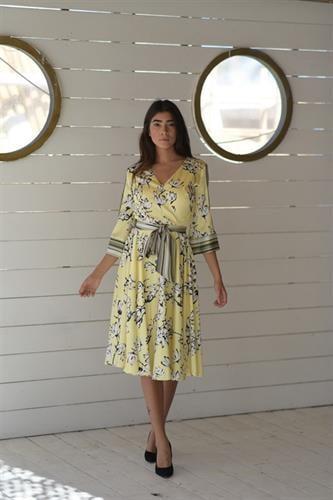 שמלת סאטן מושלמת