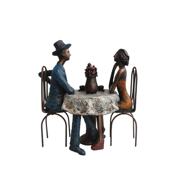 """פסל """"קפה מילאנו"""""""
