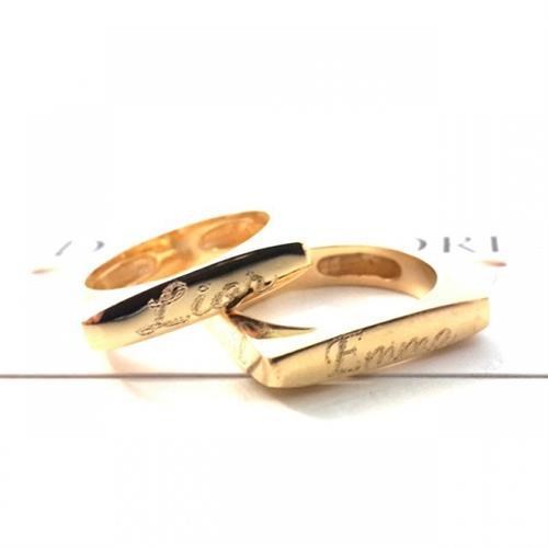 טבעת מרובעת עם חריטה