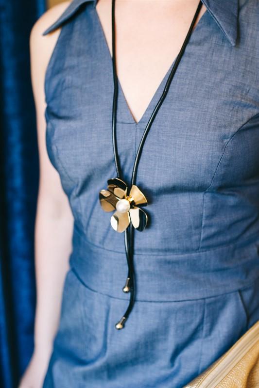 שרשרת פרח עניבה