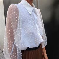 חולצת שיפון נקודות לבנה + מסכת WHITE DOTS מתנה