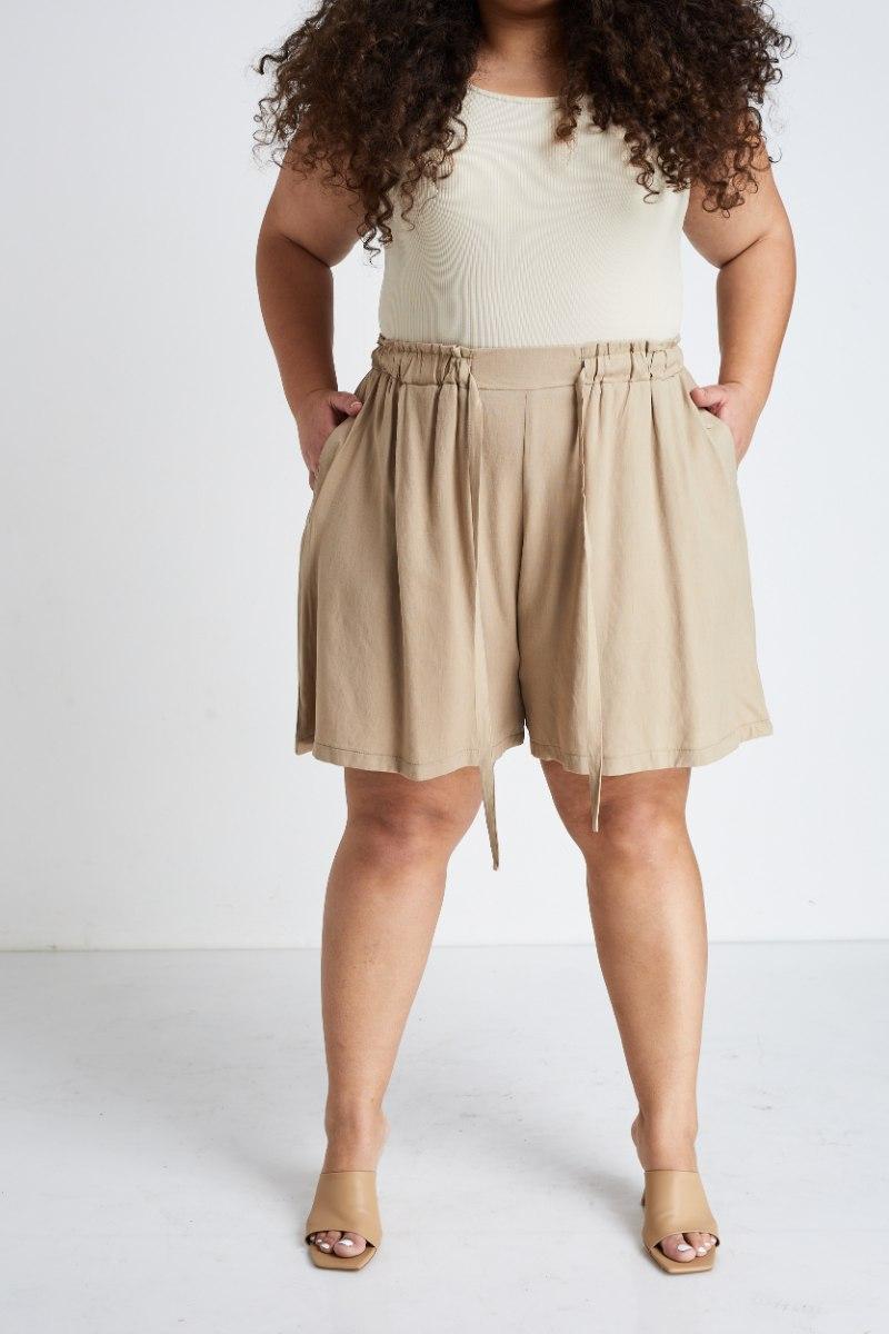 מכנסיי ג׳יה בז׳ דובאי