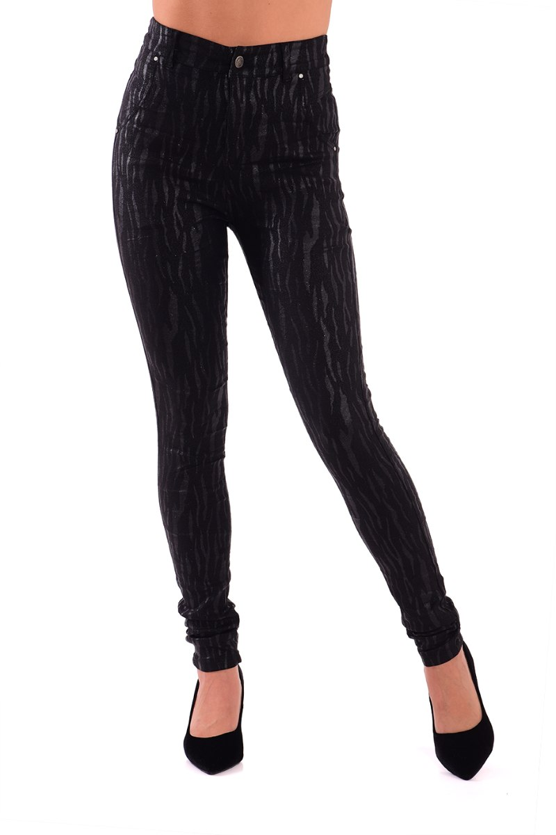 מכנס שחור עם טקסטורה מיוחדת