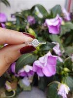 טבעת זהב 14 קרט בצורת פרח משובצת יהלומים 0.25 קראט