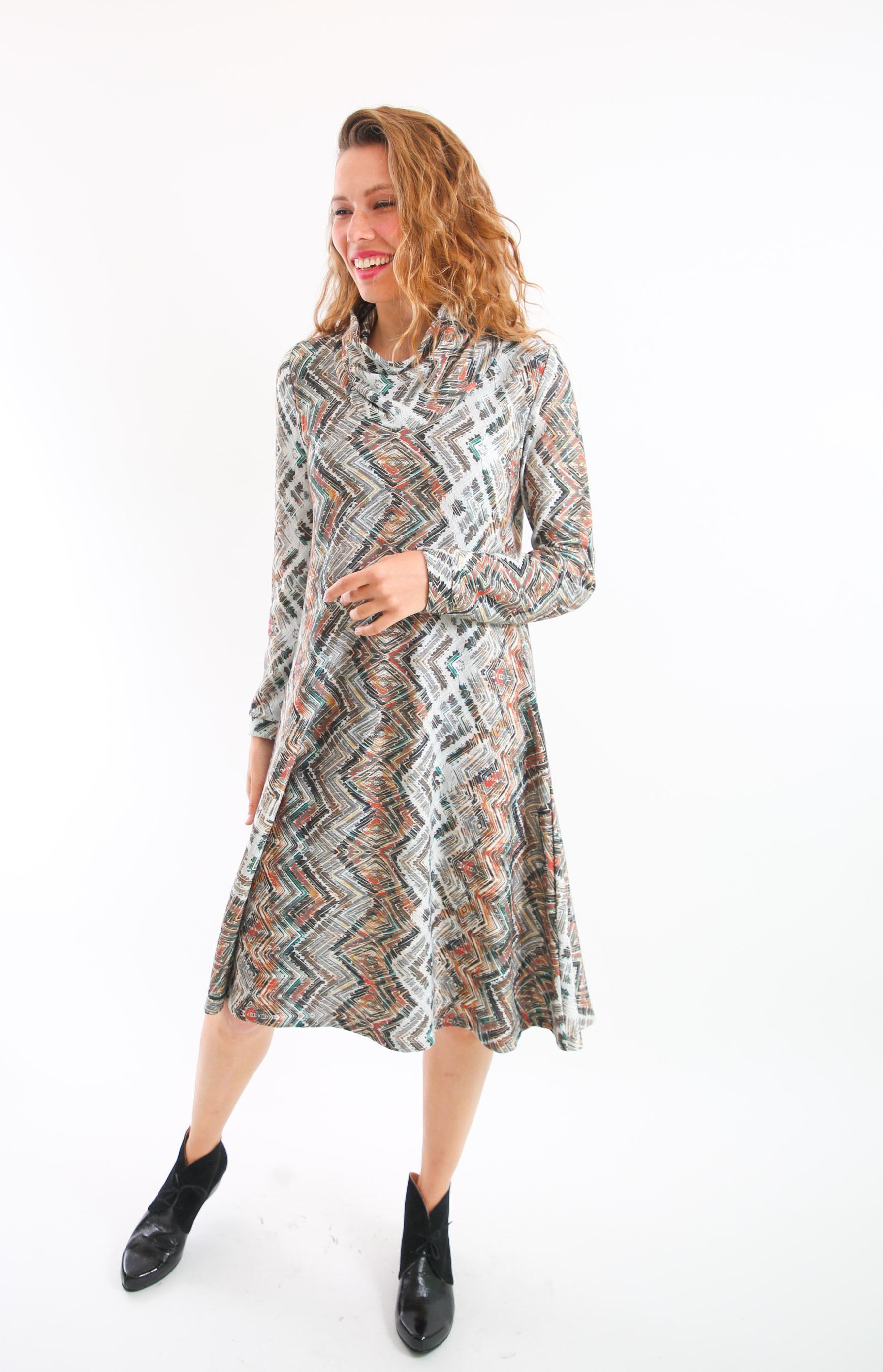 שמלת גלי בגווני חום .