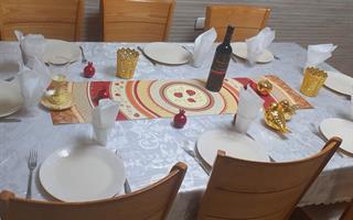 ראנר מעוצב לשולחן - דגם רימונים בורדו, עשוי פיויסי - דוגמא