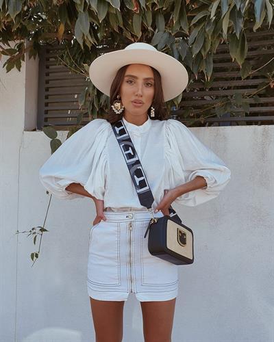 חולצת ג'ודית טווס - לבנה