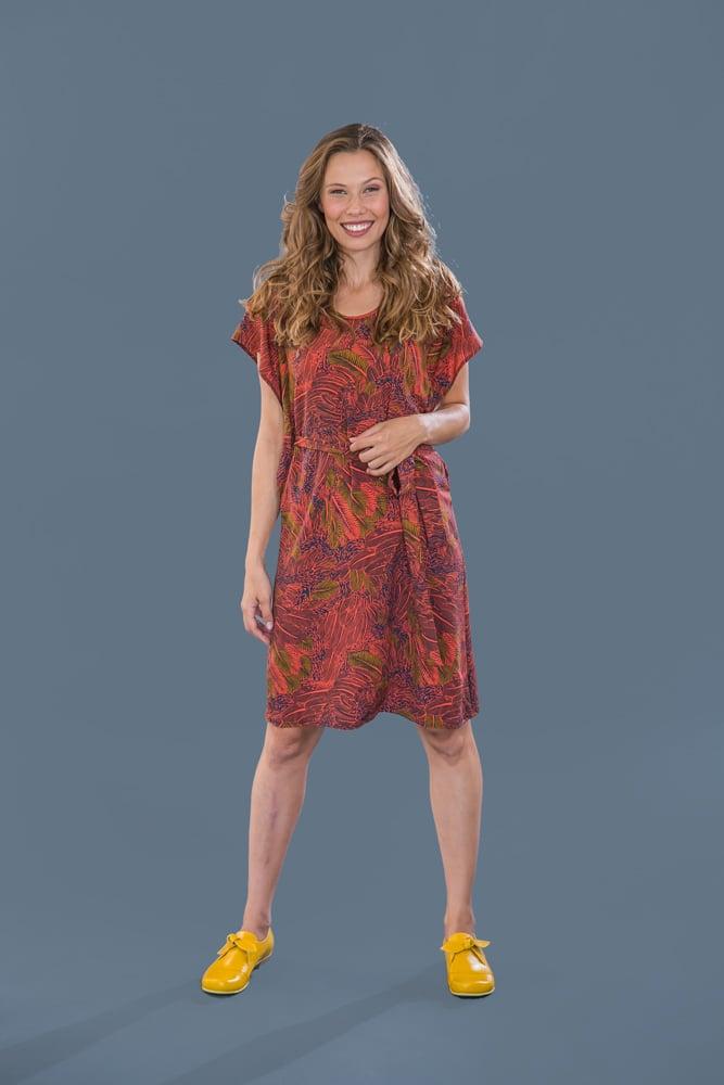 שמלת פרפר עם הדפס כתום עלים
