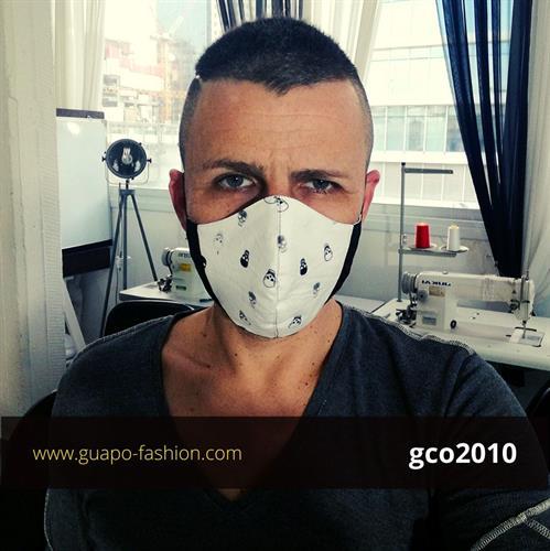 מסכת בד מעוצבת - שחור עם הדפס גולגולות reusable face coverings