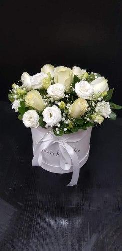 סידור פרחים בקופסא שלגיה מקט142