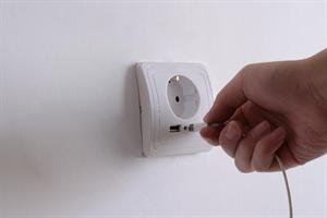 שקע חשמל משולב USB