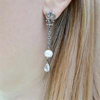 עגילי כסף ארוכים מעוצבים בשילוב פנינה לבנה ואבן זרקוניה בצורת טיפה A8574 | תכשיטי כסף 925