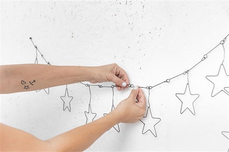 שרשרת ארוכה לקיר מחוט ברזל - כוכבים