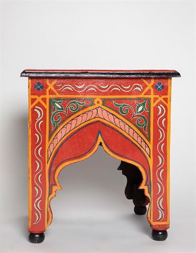 שולחן מרובע מצויר