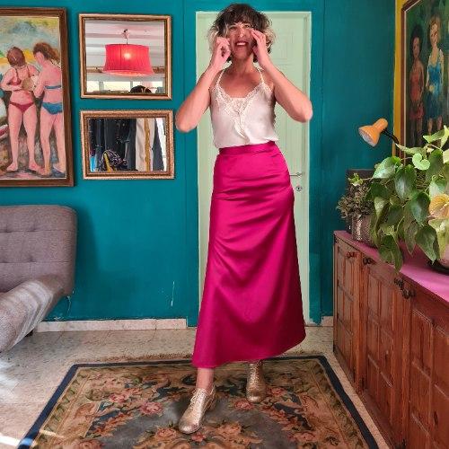 חצאית סאטן אדומה מידה M
