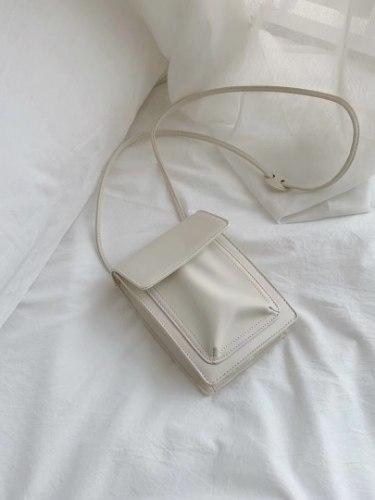 תיק צד קטן דולי לבן
