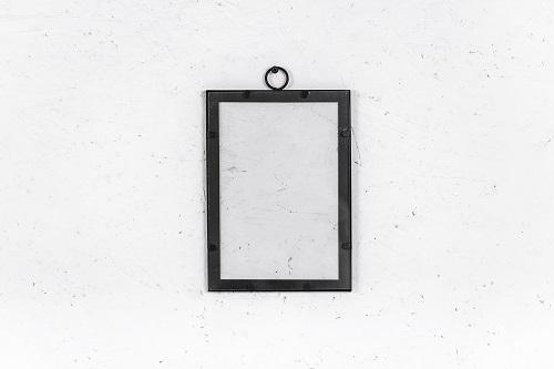מסגרת ברזל שחורה - גודל בינוני