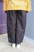מכנסיים מדגם מיכאלה עם משבצות קטנות בצבעים כחול כהה, אדום וצהוב