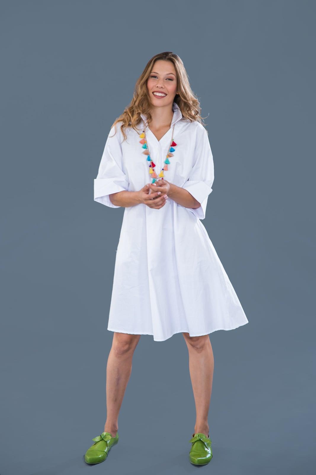 שמלת קימונו לבנה.