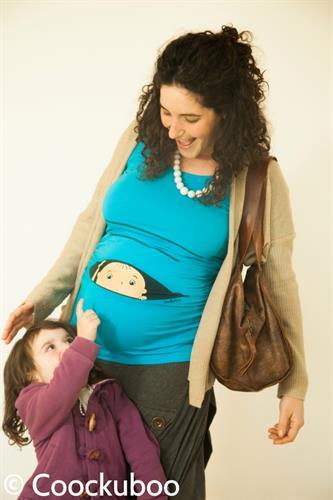חולצת הריון שרוול ארוך תינוק מציץ תכלת בוהק