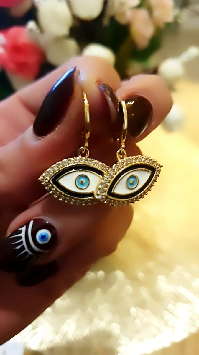 עגיל עין זהוב משובץ
