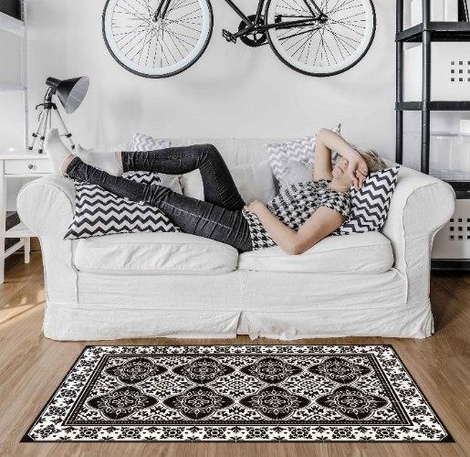שטיח פי.וי.סי נובו שחור לבן TIVA DESIGN קיים בגדלים שונים