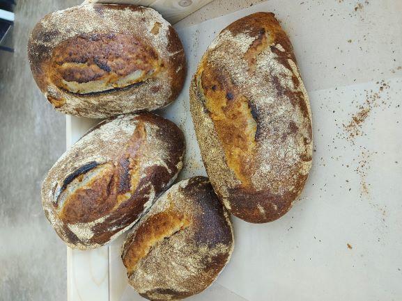 לחם מחמצת כפרי משלושה קמחים