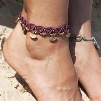 צמיד רגל מקרמה סגול עם חרוזי מניפה