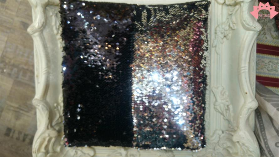 כרית נוי מנצנצת שחור כסף - פייטים מתהפכים