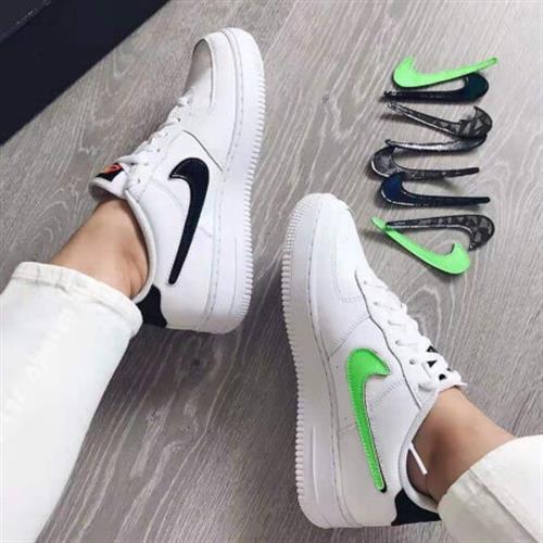 נעלי נשים נייק אייר פורס 1 LV8 3 צבע לבן לוגו מתחלף שחור/ירוק דגם  AR7446 100