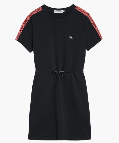 שמלה שחורה עם פס לוגו אדום CALVIN KLIEN - מידות 4-16