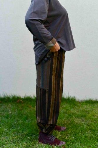 מכנסיים מדגם ג׳וזף עם פסים בצבעים של חום-בז׳