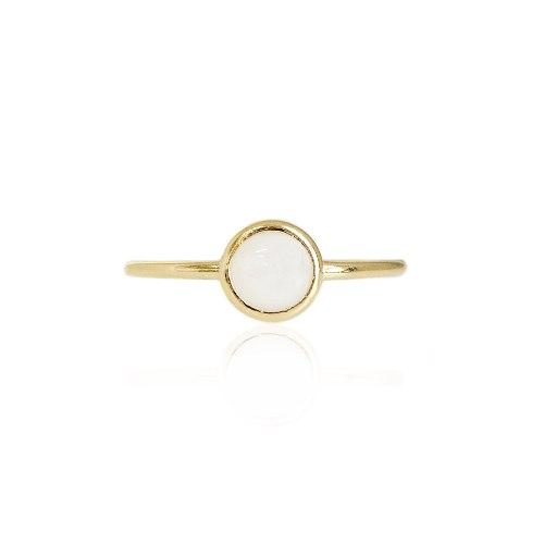 טבעת עדינה מזהב עם אבן מונסטון