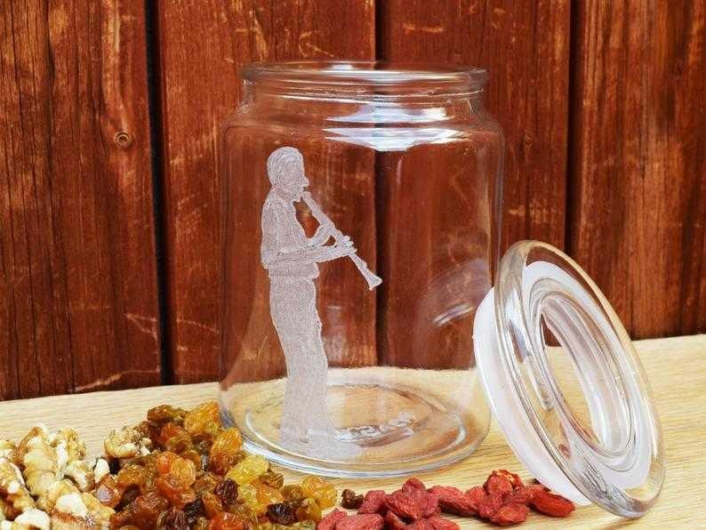 נגן קלרינט | צנצנת זכוכית