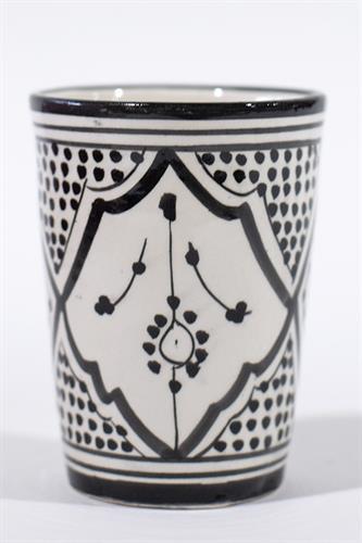 כוס מצוירת צבע שחור