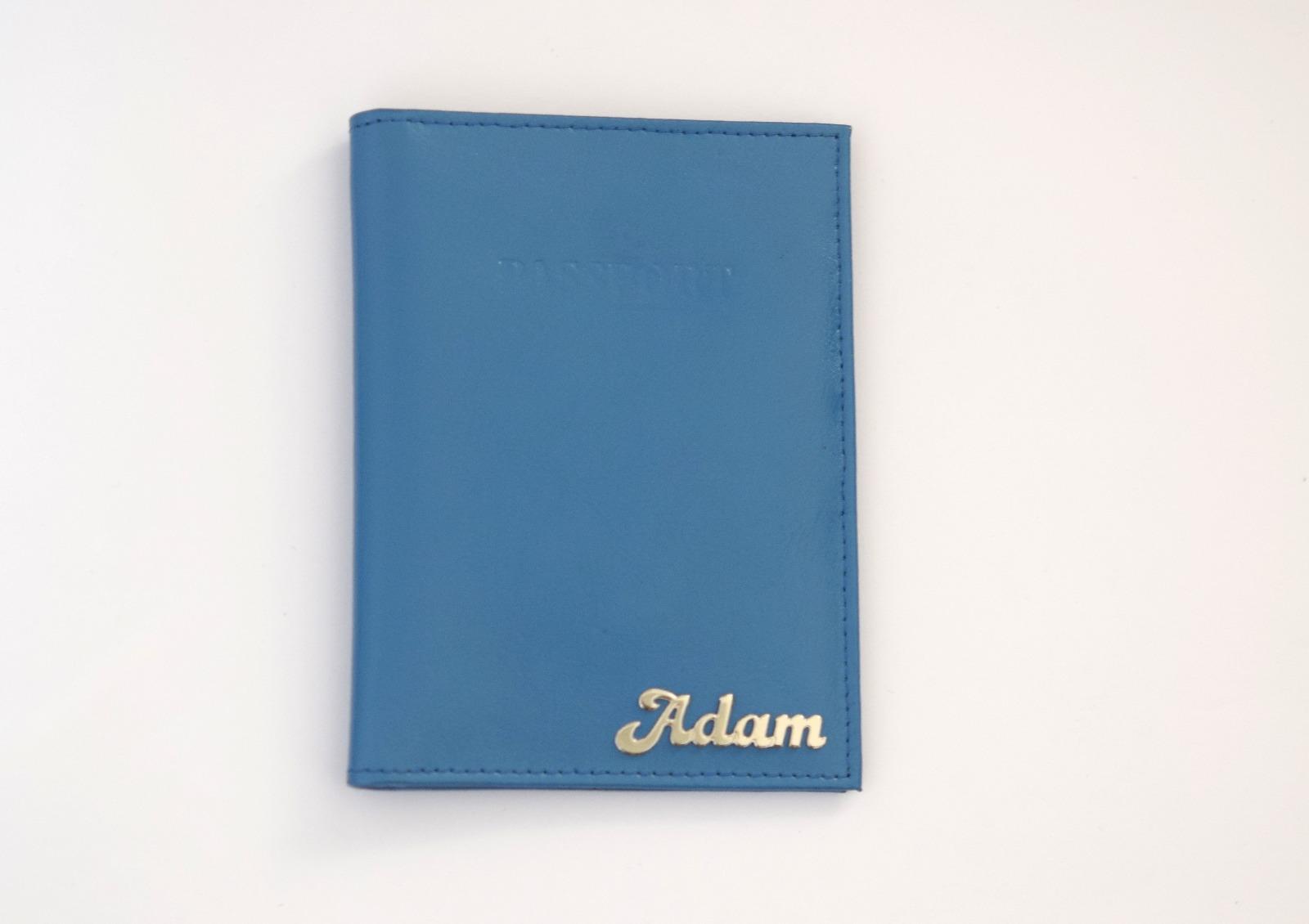 כיסוי עור לדרכון כחול עם שם