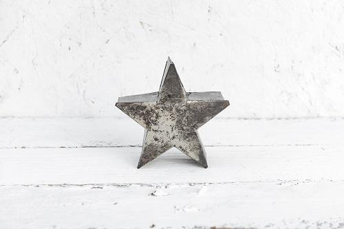 כוכב מתכת קטן כסוף מושחר