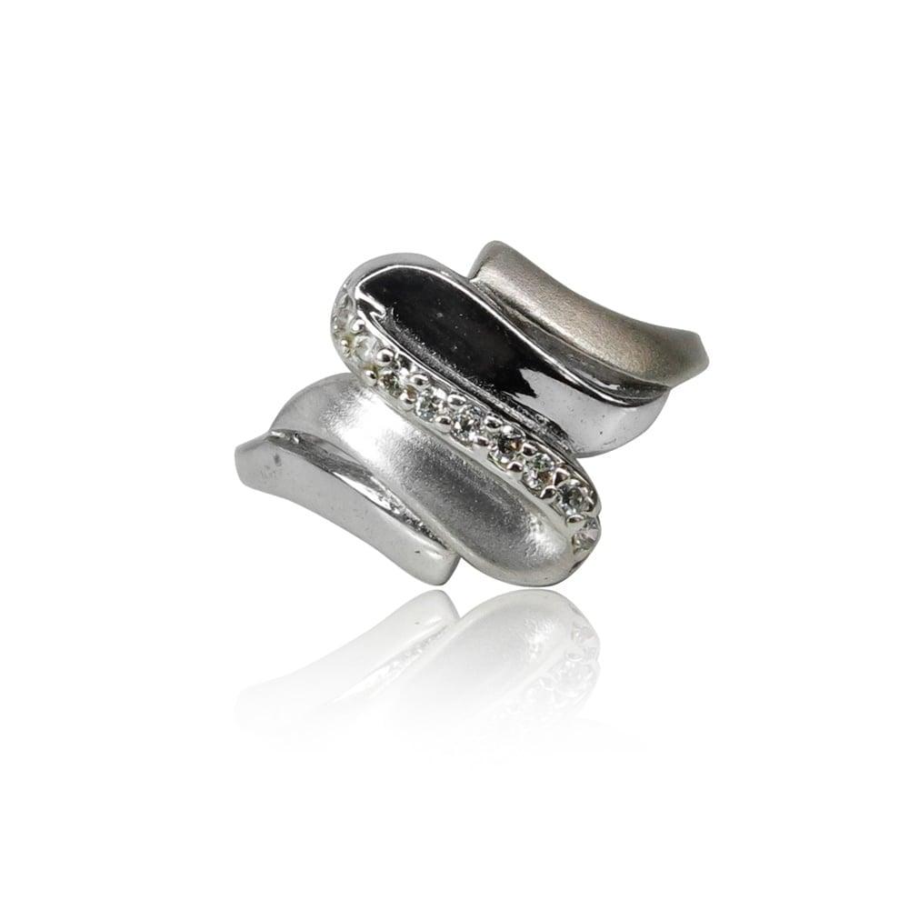 טבעת זהב לבן מעוצבת עם זרקונים