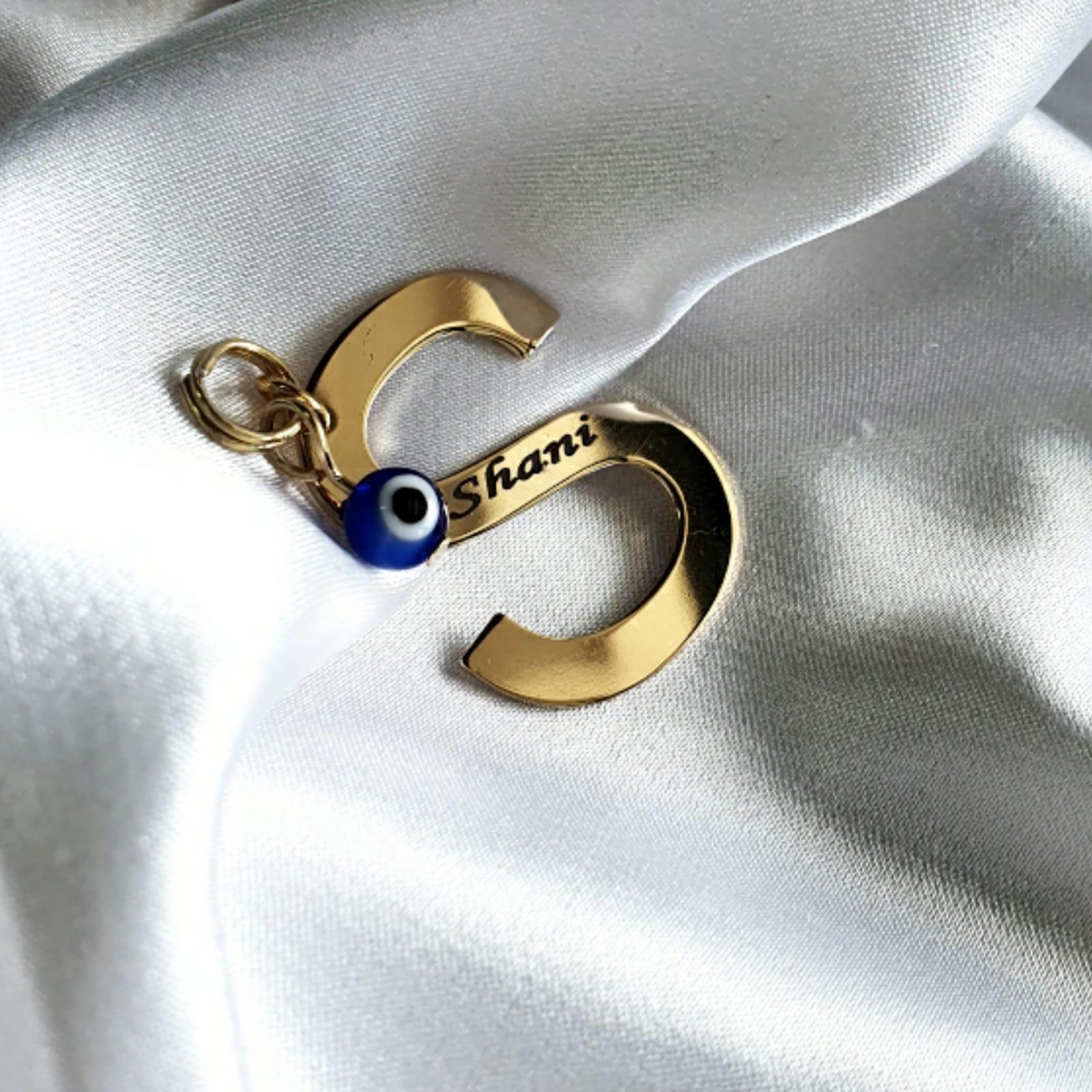 מחזיק מפתחות אות באנגלית וחריטה זהב