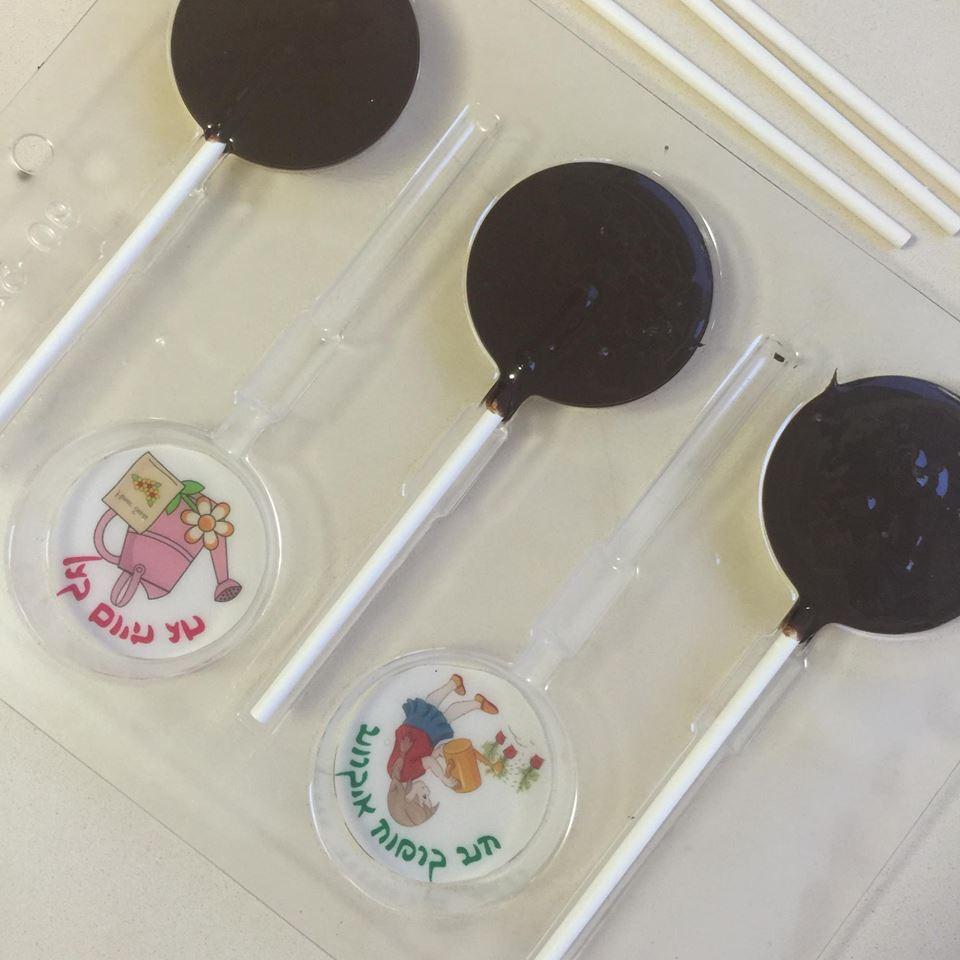 תבנית עיגולים ליציקת שוקולד קוטר 5 סמ - לקקן- מגיע עם 10 מקלות.