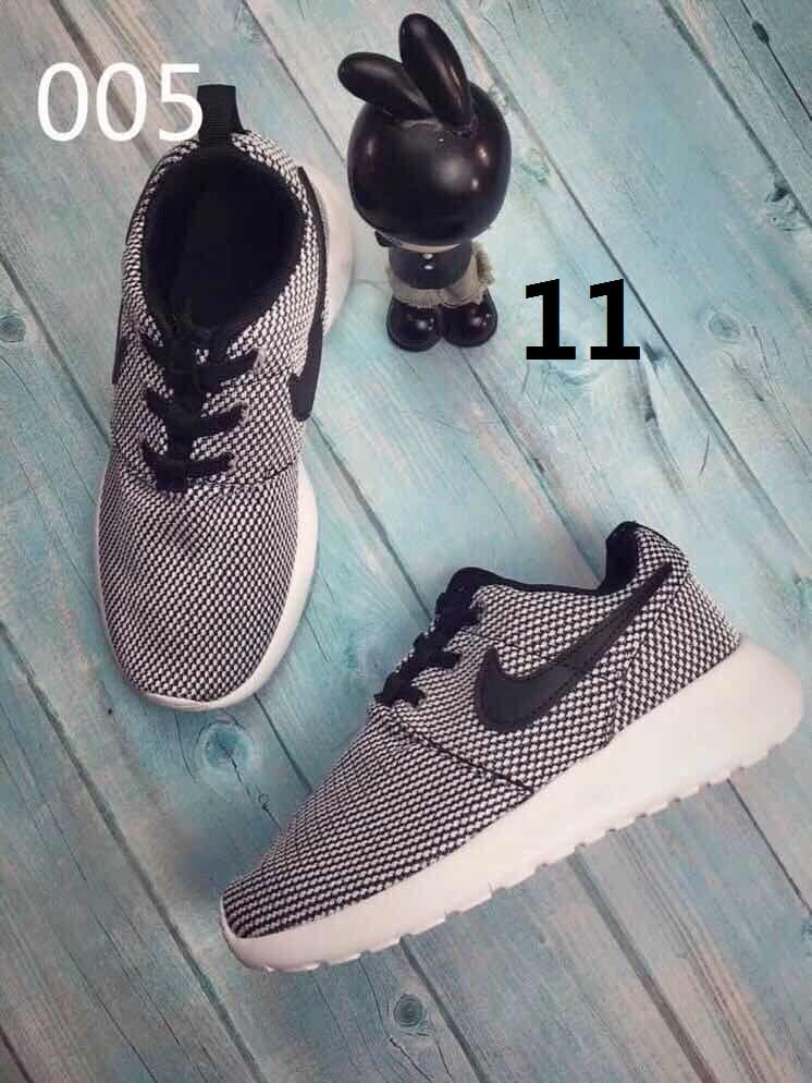 נעלי נייק מדהימות לקטנטנים